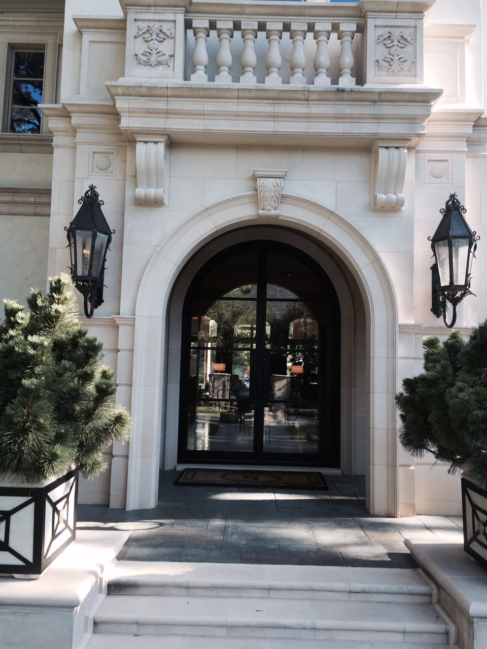 solara-custom-classic-steel-outdoor-lighting-entrance-aurore