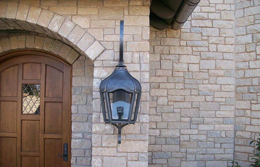 solara-custom-classic-steel-outdoor-lighting-entrance-berlin