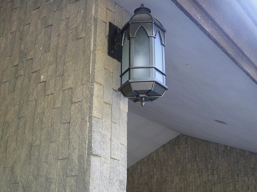 solara-custom-classic-steel-outdoor-lighting-entrance-girona