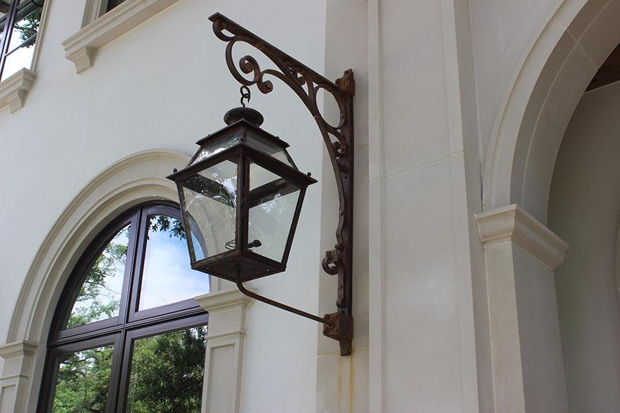 solara-custom-classic-steel-outdoor-lighting-patior-mardi-gras