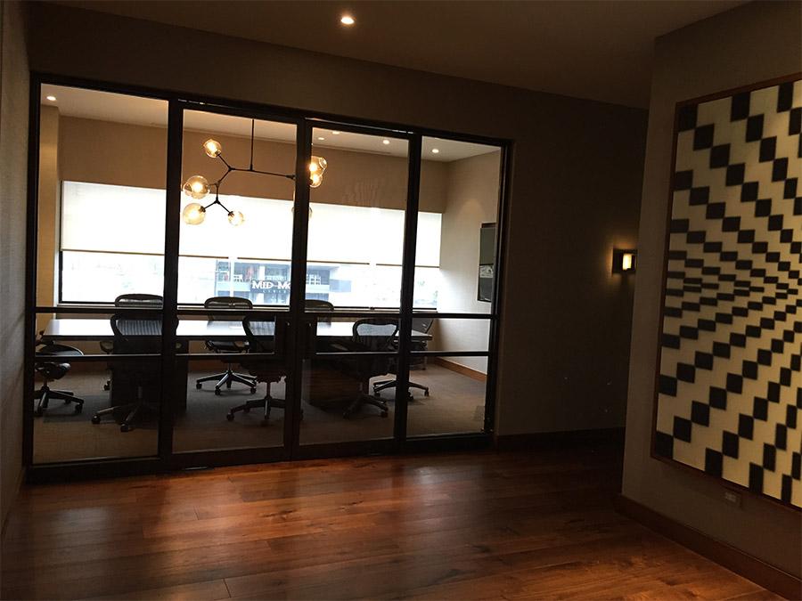 Designer-Office-steel-ARC-Lowprofile-transitional-doors-(1)-como-objeto-inteligente-1