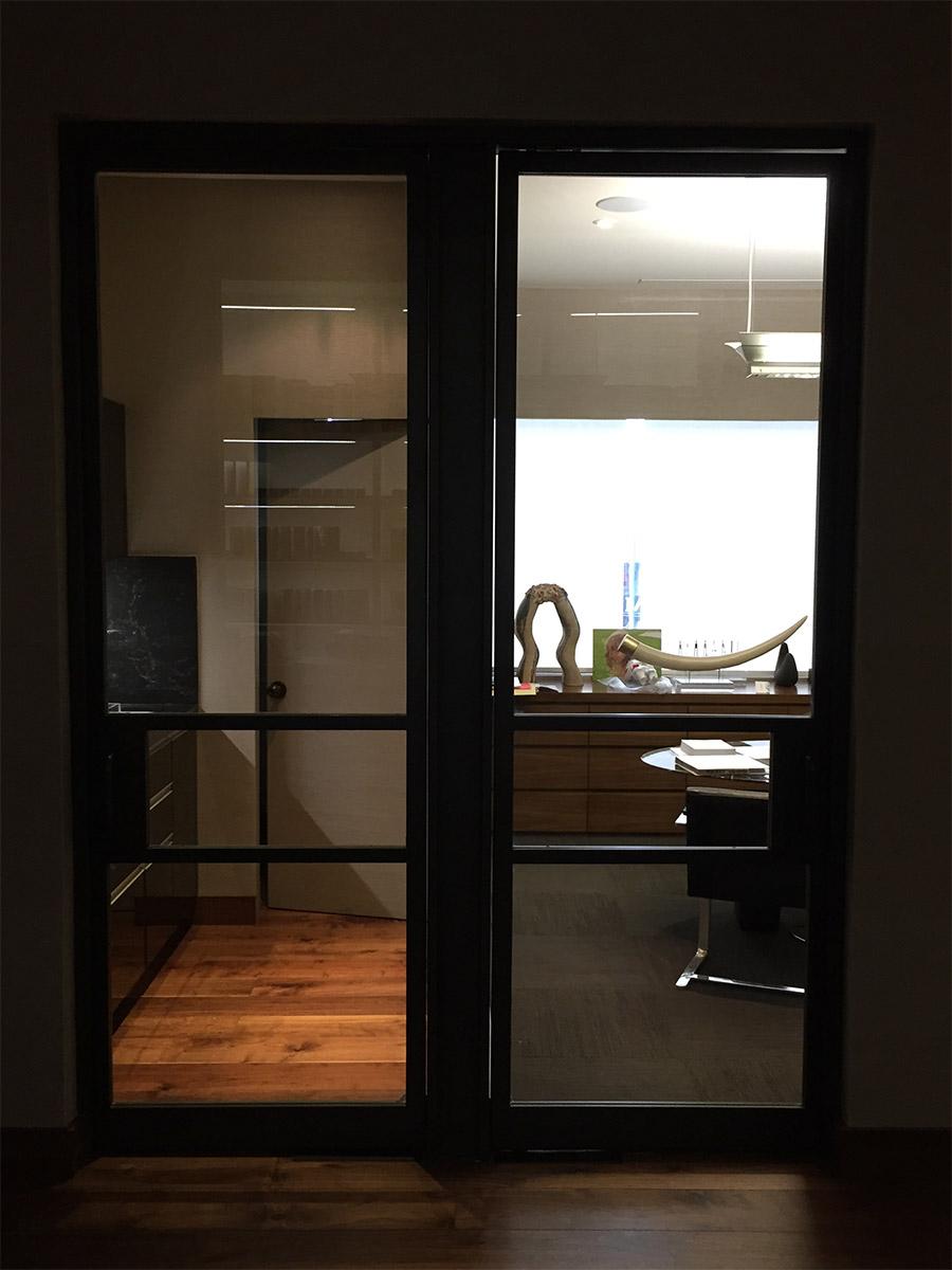 Designer-Office-steel-ARC-Lowprofile-transitional-doors-(6)-como-objeto-inteligente-1