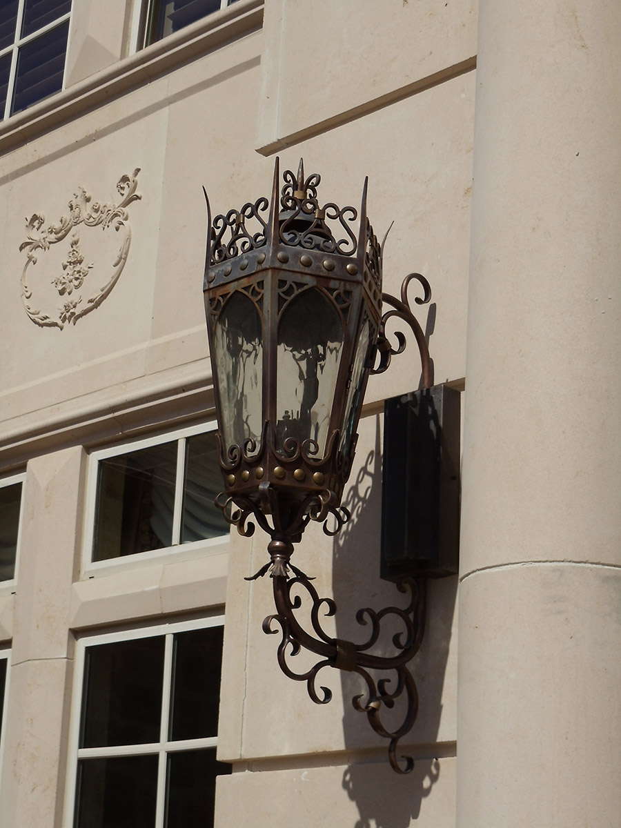 solara-custom-classic-steel-outdoor-lighting-entrance-dresden