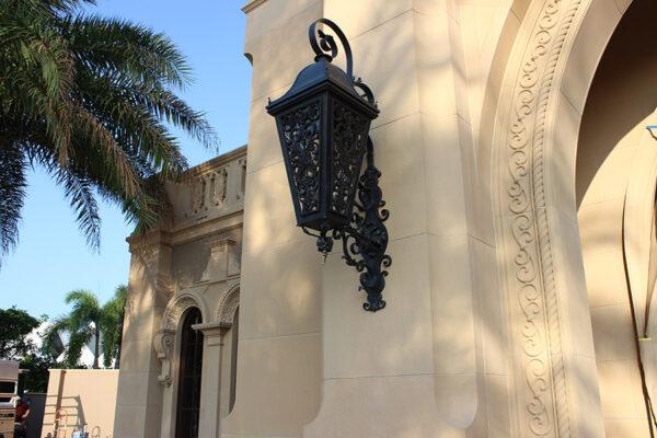 solara-custom-classic-steel-outdoor-lighting-entrance-opryland
