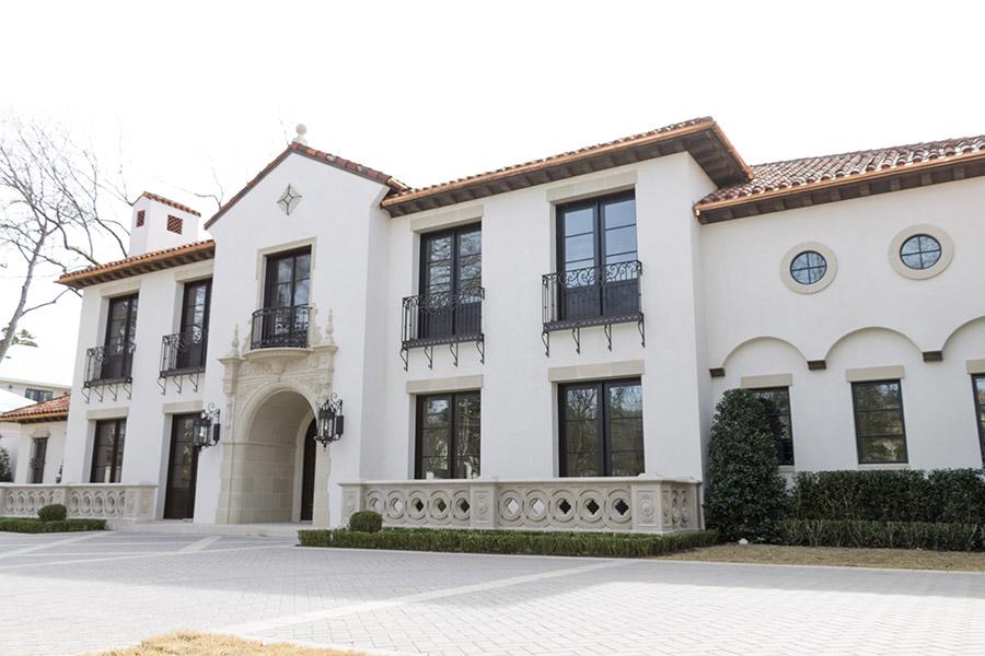 solara-custom-classic-steel-outdoor-lighting-facade-malaga