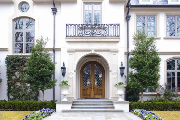 solara-custom-classic-steel-outdoor-lighting-entrance-lucerna