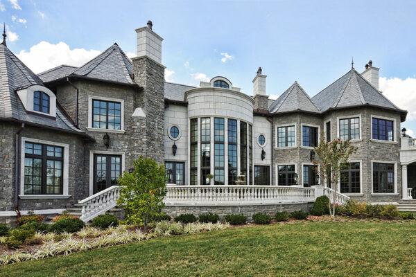 solara-custom-classic-steel-outdoor-lighting-facade-olympia