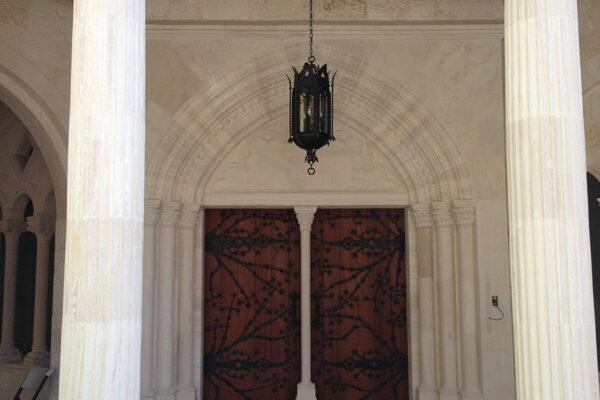 solara-custom-classic-steel-outdoor-lighting-entrance-cadiz