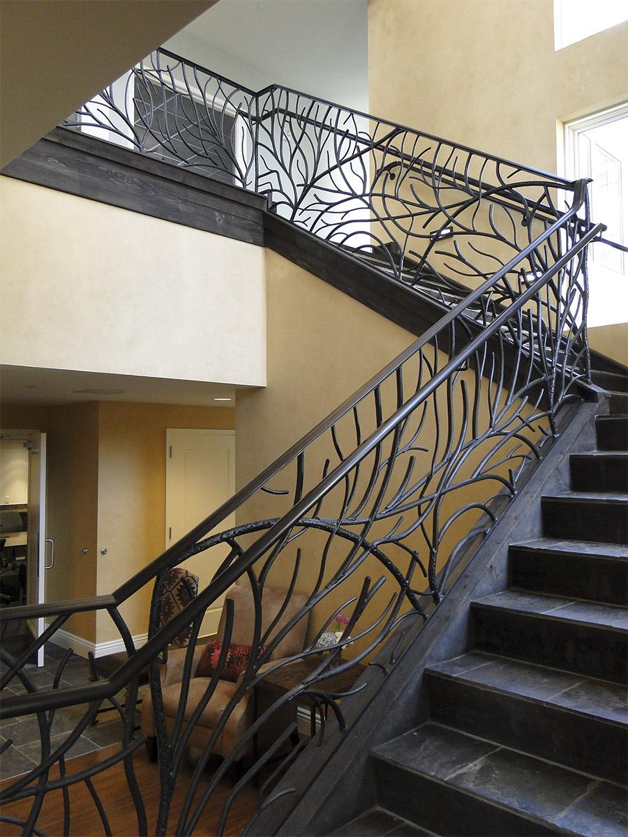 Ronald-McDonald-House-Steel-Commerical-Vine-Doors-Lighting-Railings-(25)-como-objeto-inteligente-1