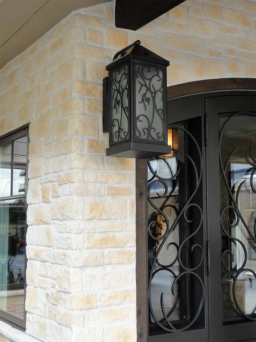 Ronald-McDonald-House-Steel-Commerical-Vine-Doors-Lighting-Railings-(28)-como-objeto-inteligente-1