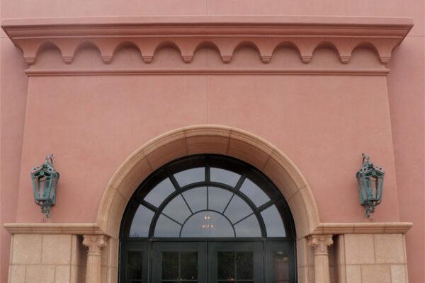The-Grand-Del-Mar-Outdoor-Lighting-Steel-Napa-OLS-CLA-D-001-Post--Plaza-Square-(23)-como-objeto-inteligente-1