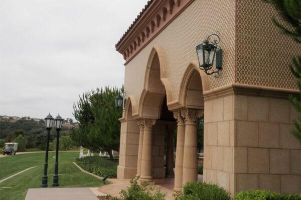 The-Grand-Del-Mar-Outdoor-Lighting-Steel-Napa-OLS-CLA-D-001-Post--Plaza-Square-(4)-como-objeto-inteligente-1