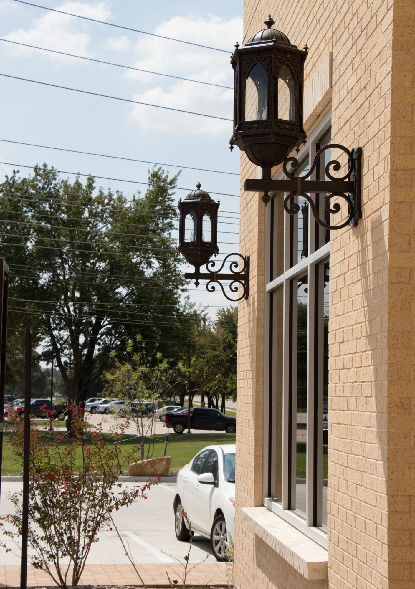 solara-custom-classic-steel-outdoor-lighting-entrance-barcelona