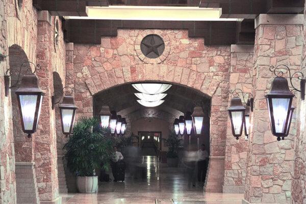 solara-custom-doors-and-lighting-Opryland-wall-sconce-Gaylord-Texan-Resort-Grapevine,-TX-(1)-como-objeto-inteligente-1
