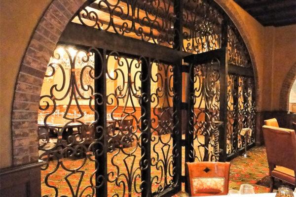 solara-custom-doors-and-lighting-Opryland-wall-sconce-Gaylord-Texan-Resort-Grapevine,-TX-(2)-como-objeto-inteligente-1