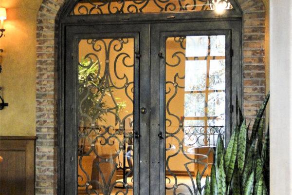 solara-custom-doors-and-lighting-Opryland-wall-sconce-Gaylord-Texan-Resort-Grapevine,-TX-(8)-como-objeto-inteligente-1