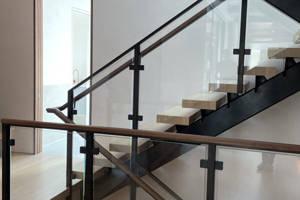 12-Interior-Floating-Stairs-and-Glass-Railing-(1)
