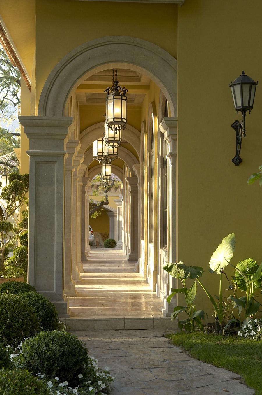 Alexandria-OLS-CLA-F-006-classic-outdoor-Steel-Wall-Mount-Lighting-Santa-Barbara-Residence-(2)