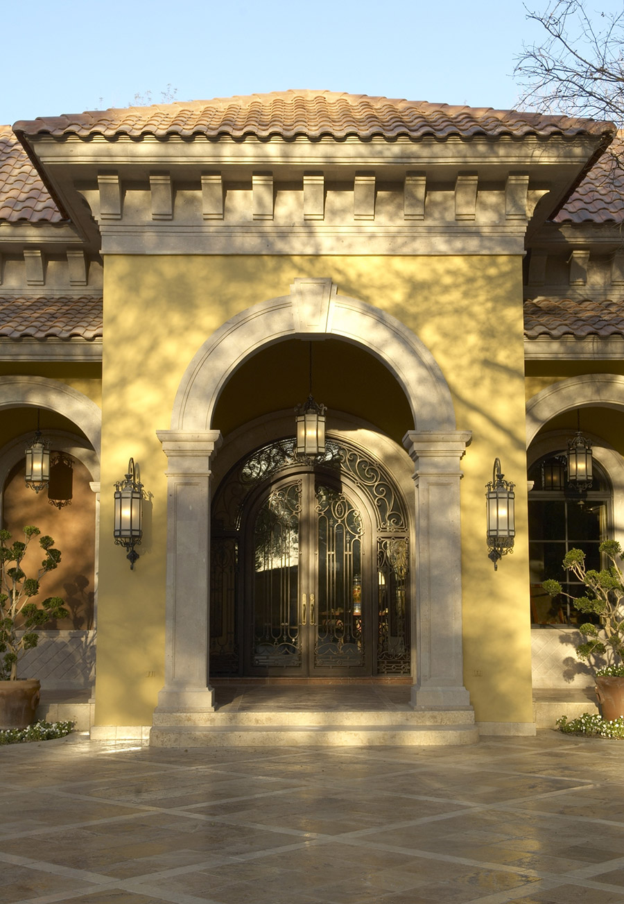 Alexandria-OLS-CLA-F-006-classic-outdoor-Steel-Wall-Mount-Lighting-Santa-Barbara-Residence-(7)