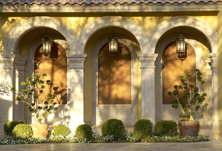 Alexandria-OLS-CLA-F-006-classic-outdoor-Steel-Wall-Mount-Lighting-Santa-Barbara-Residence-(9)