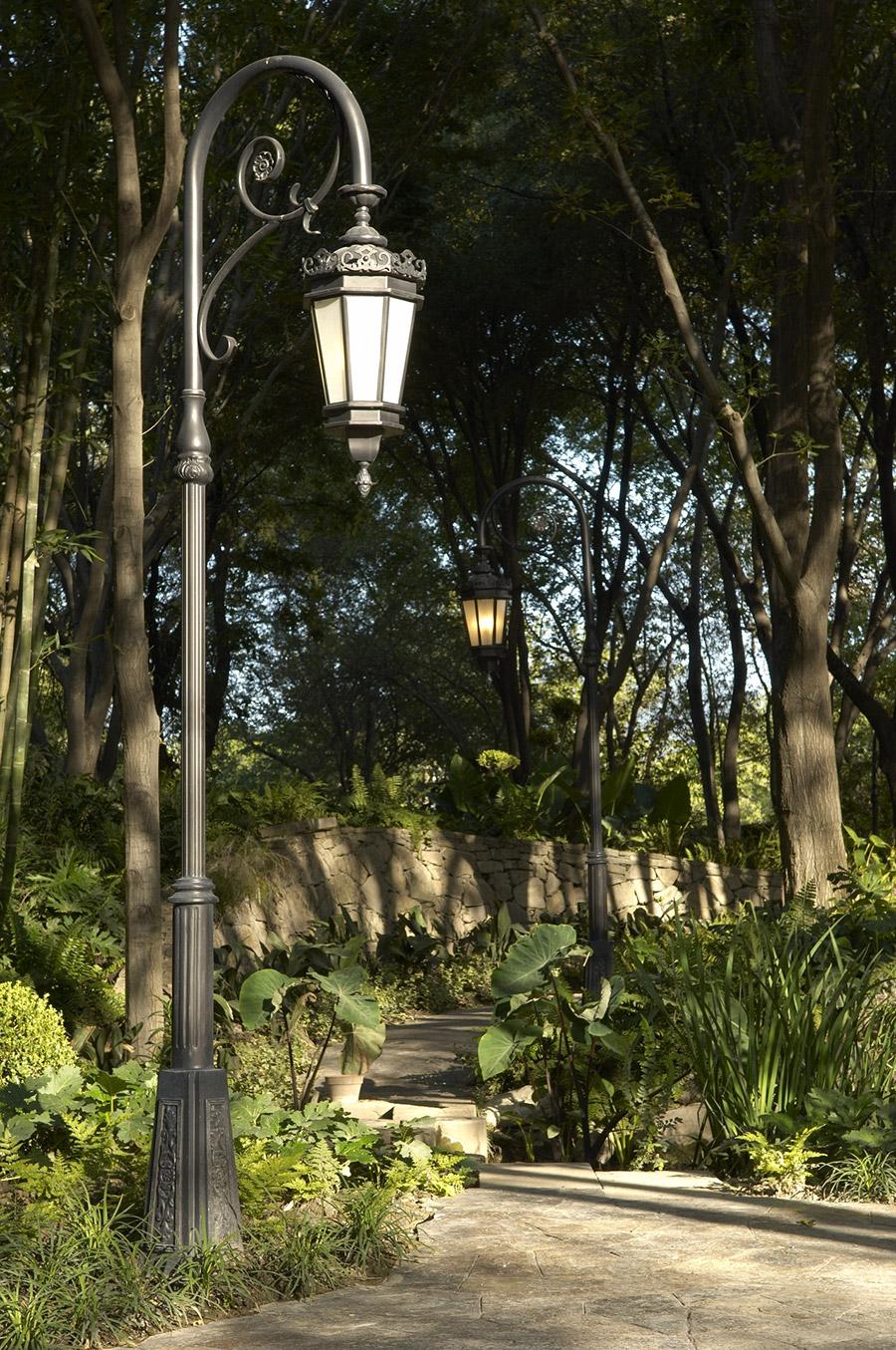 Chianti-OLS-CLA-E-003-classic--outdoor-Steel-Lighting-Post-Santa-Barbara-Residence-(12)