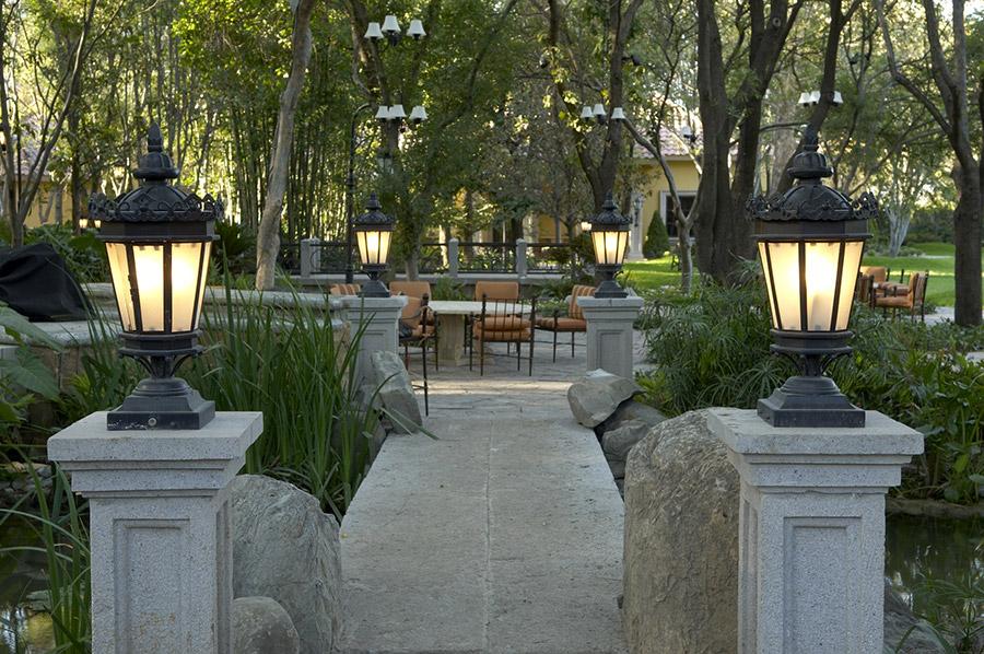 Chianti-OLS-CLA-E-003-classic--outdoor-Steel-Lighting-Post-Santa-Barbara-Residence-(16)