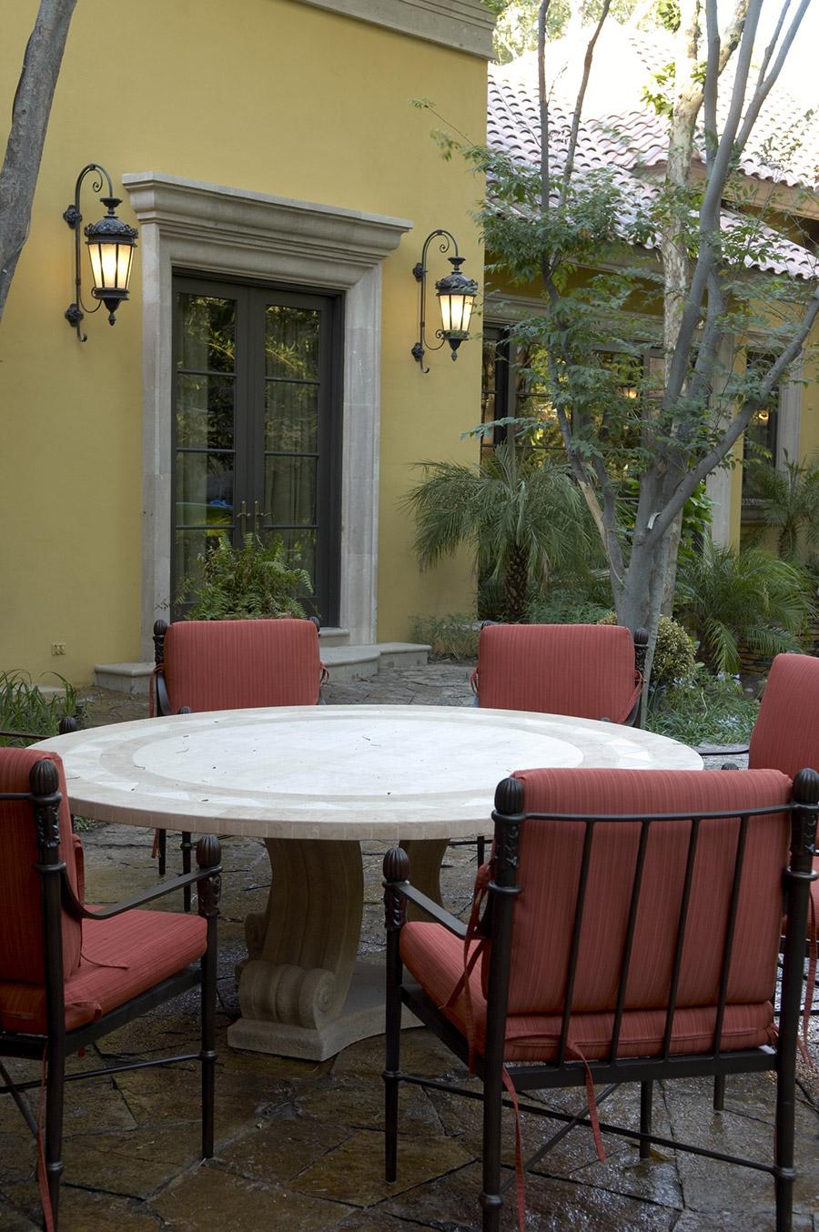 Chianti-OLS-CLA-E-003-classic--outdoor-Steel-Lighting-Post-Santa-Barbara-Residence-(22)