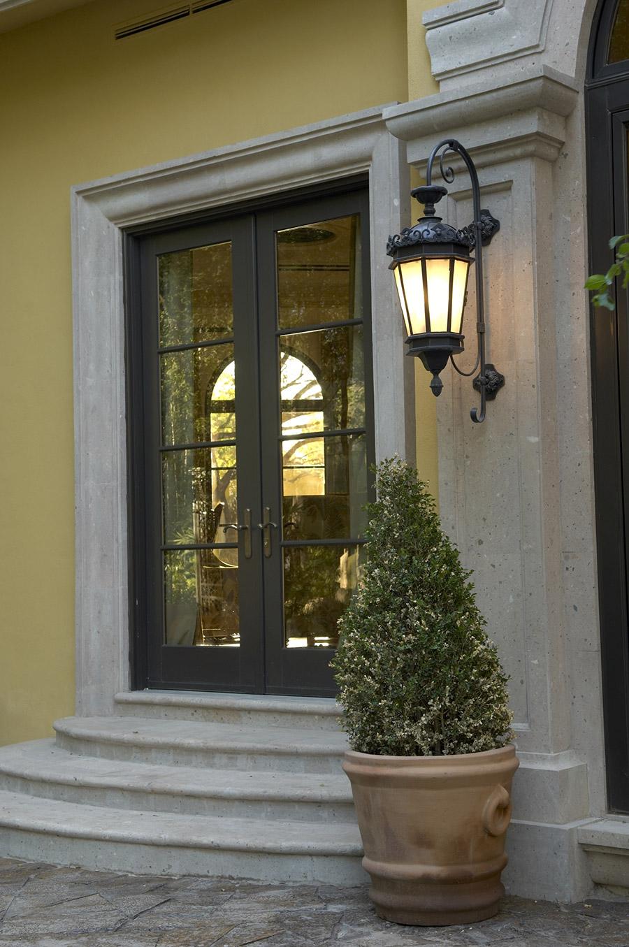 Chianti-OLS-CLA-E-003-classic--outdoor-Steel-Lighting-Post-Santa-Barbara-Residence-(26)