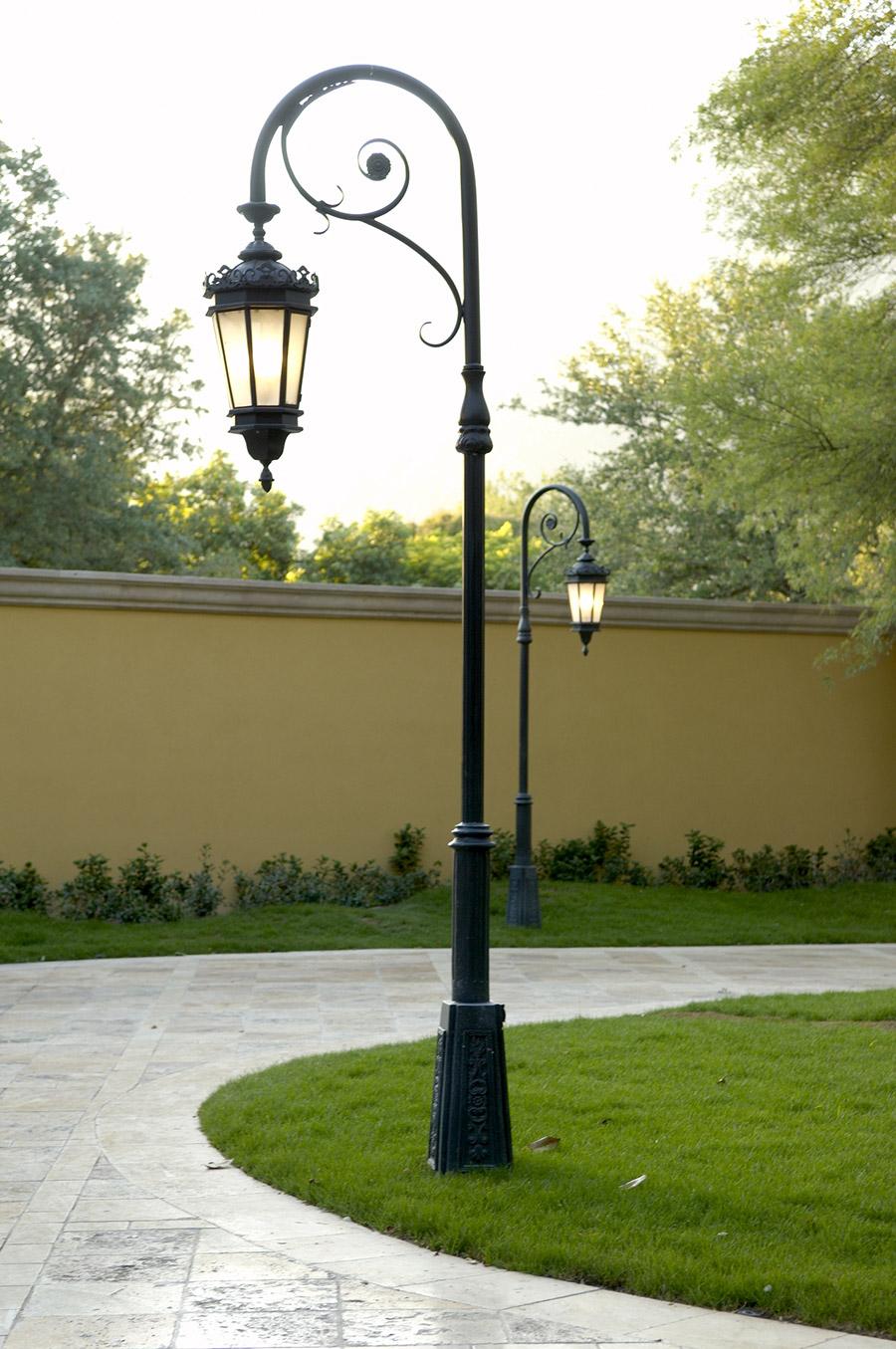Chianti-OLS-CLA-E-003-classic--outdoor-Steel-Lighting-Post-Santa-Barbara-Residence-(37)