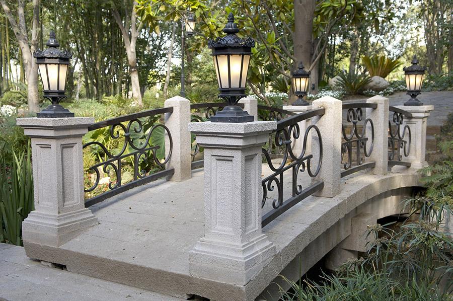 Chianti-OLS-CLA-E-003-classic--outdoor-Steel-Lighting-Post-Santa-Barbara-Residence-(9)