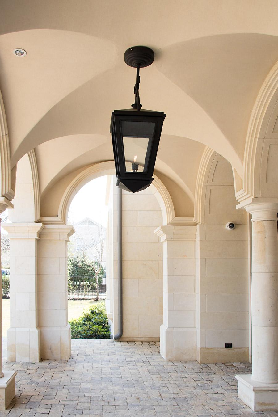 Deloache-Residence-classic-steel-outdoor-lighting-architectural-doors-railing-winnecellar-(13)