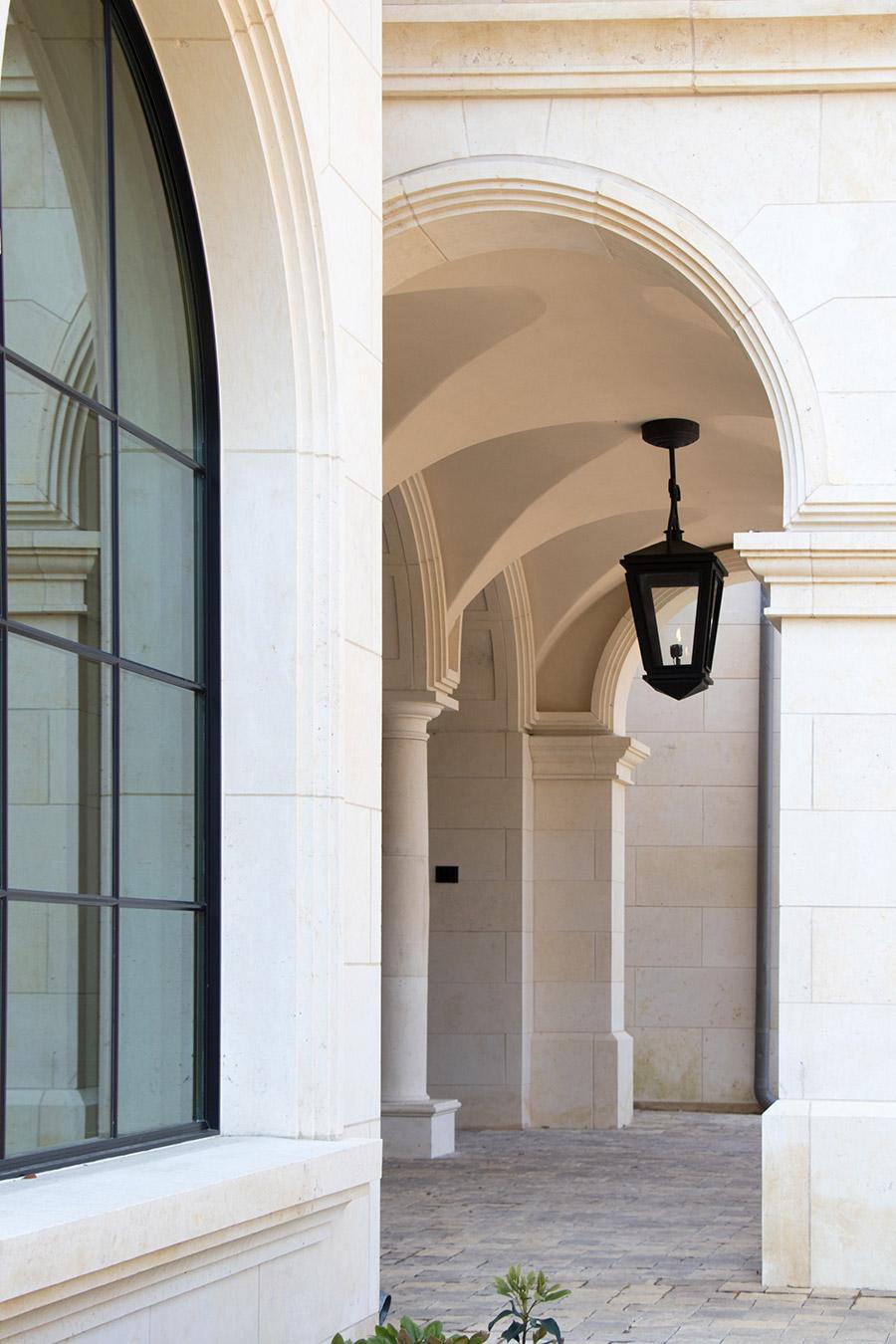 Deloache-Residence-classic-steel-outdoor-lighting-architectural-doors-railing-winnecellar-(23)