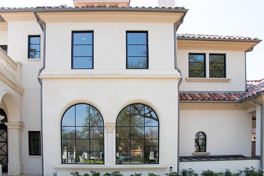 Deloache-Residence-classic-steel-outdoor-lighting-architectural-doors-railing-winnecellar-(25)