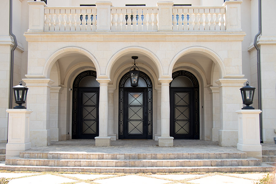 Deloache-Residence-classic-steel-outdoor-lighting-architectural-doors-railing-winnecellar-(4)