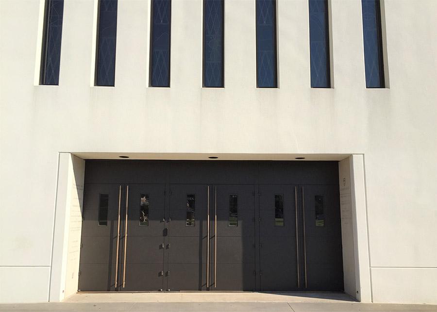 EDS-Chapel-Steel-commercial-pivot-bronzepullhandles-doors-(2)-como-objeto-inteligente-1
