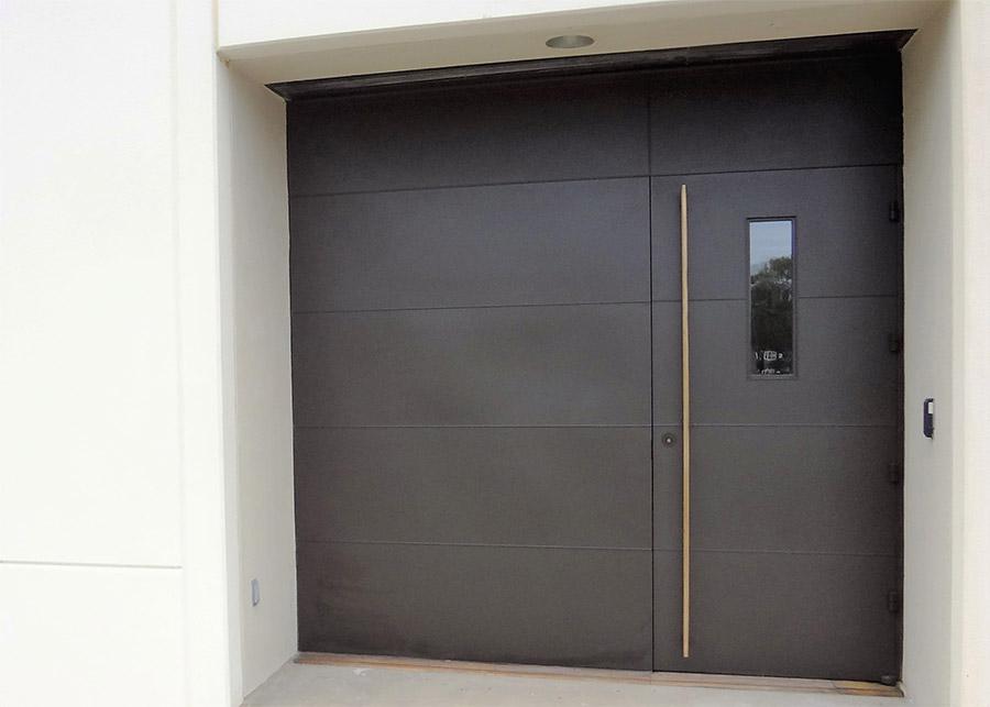 EDS-Chapel-Steel-commercial-pivot-bronzepullhandles-doors-(9)-como-objeto-inteligente-1