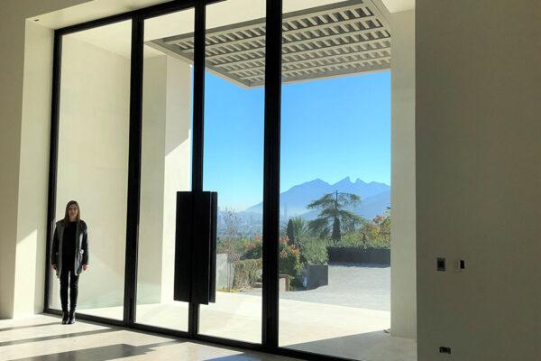 Junco-Residence-Solara-ARC-Low-Profile-Steel-Door-with-remote-access-Outdoor-Steel-Lighting-Fixture-(1)