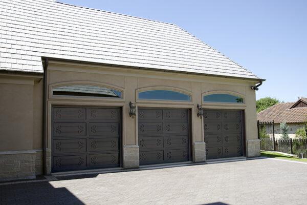 La-Mirada-Lisanti-Residence-Front-Door-Outodoor-Lighting-Steel-Alesandria-OLS-CLA-F-006-Railing--(-(9)