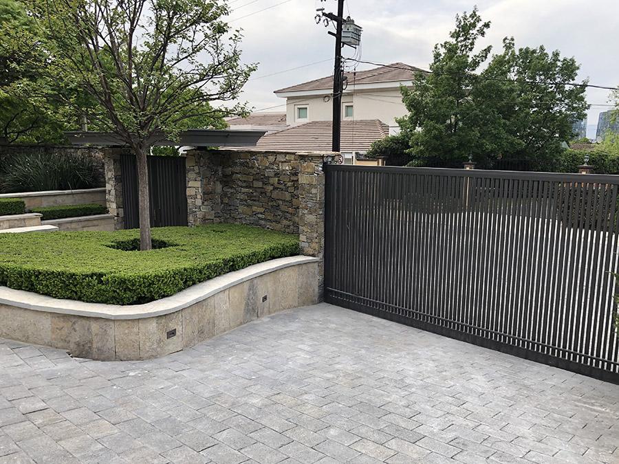 Monaco-Residence-Low-Profile-Steel-Garage-Entrance-Gate-(1)