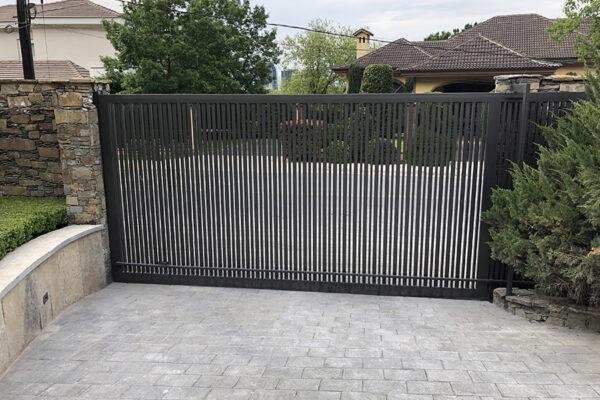 Monaco-Residence-Low-Profile-Steel-Garage-Entrance-Gate-(2)