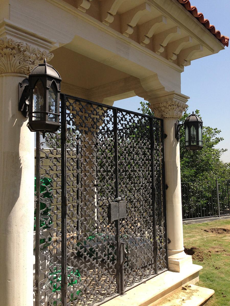 Poblet-classic-iron-doors-custom-outdoor-lighting-architectural-doors-ralings-(27)
