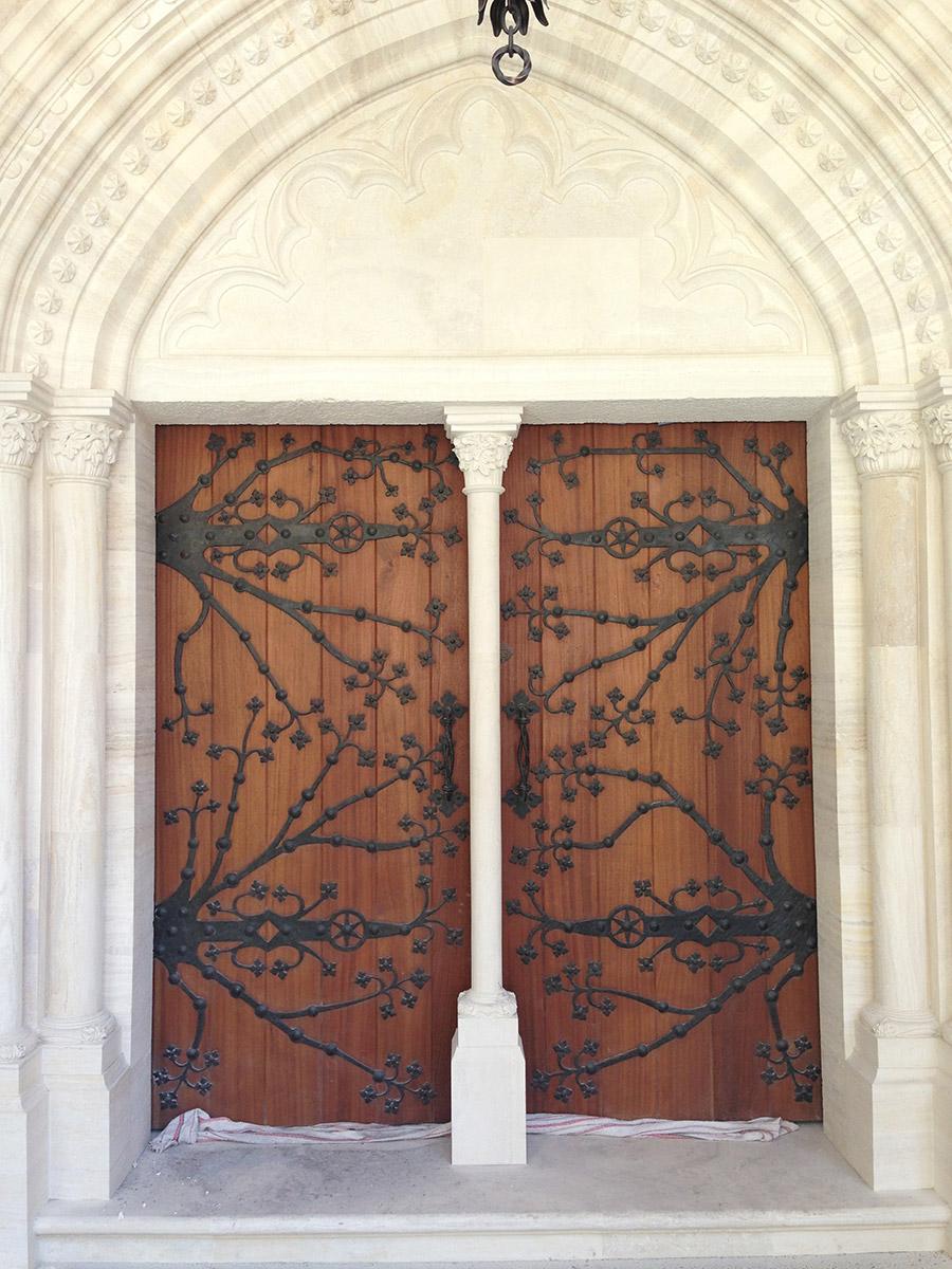 Poblet-classic-iron-doors-custom-outdoor-lighting-architectural-doors-ralings-(36)