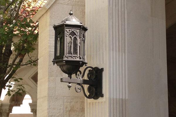 Poblet-classic-iron-doors-custom-outdoor-lighting-architectural-doors-ralings-(4)