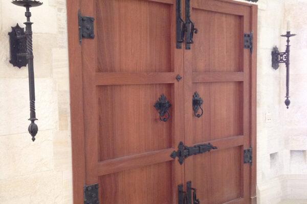 Poblet-classic-iron-doors-custom-outdoor-lighting-architectural-doors-ralings-(54)