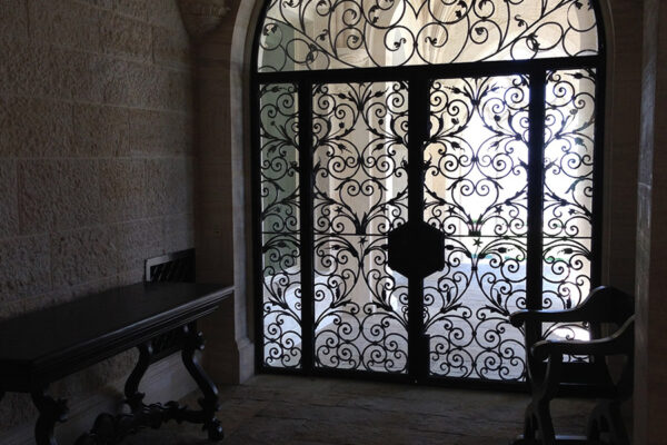 Poblet-classic-iron-doors-custom-outdoor-lighting-architectural-doors-ralings-(62)