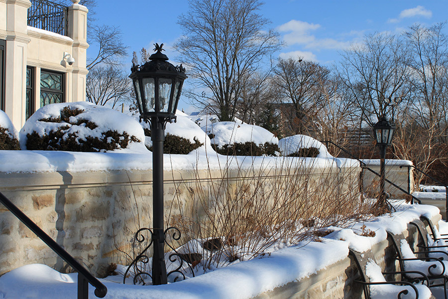 Riverside-Canada-Residence-Versailles-Cast-Bronze-CLA-CBD-004-Post-Lighting-(5)