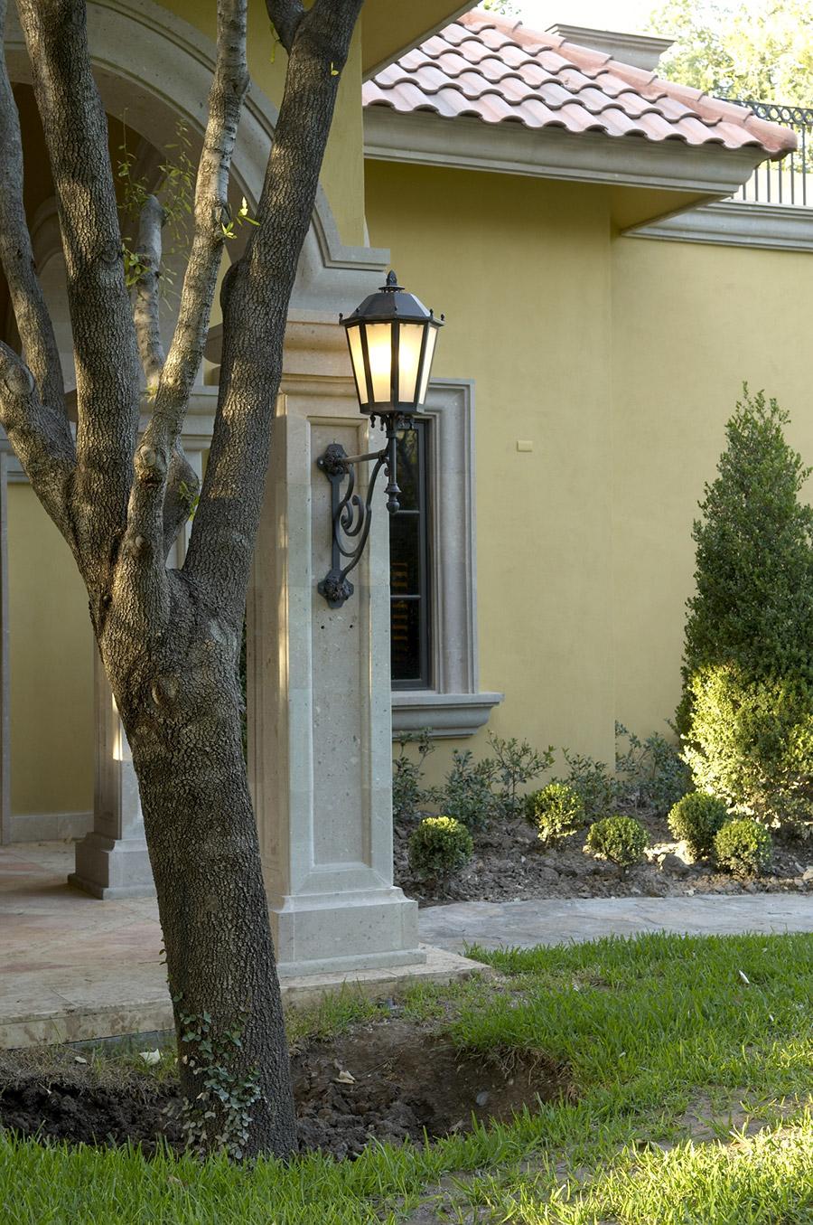 Sicilia-OLS-CLA-E-004-classic-outdoor-Steel-Lighting-Santa-Barbara-Residence-(2)