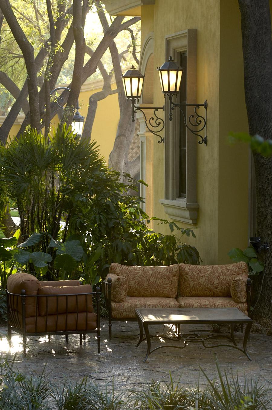 Sicilia-OLS-CLA-E-004-classic-outdoor-Steel-Lighting-Santa-Barbara-Residence-(3)