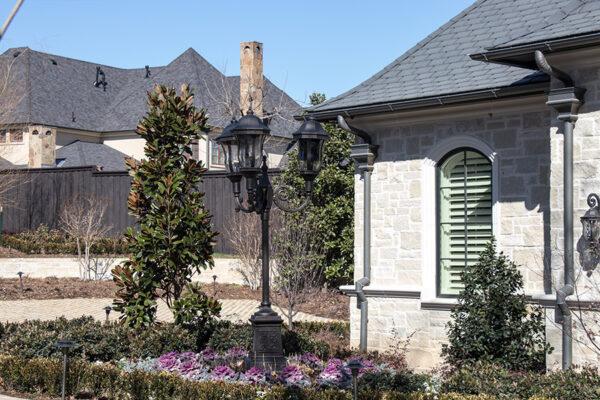 drake-residence-classic-steel-custom-outdoor-lifghting-architectural-doors-railings-winecellar-(67)
