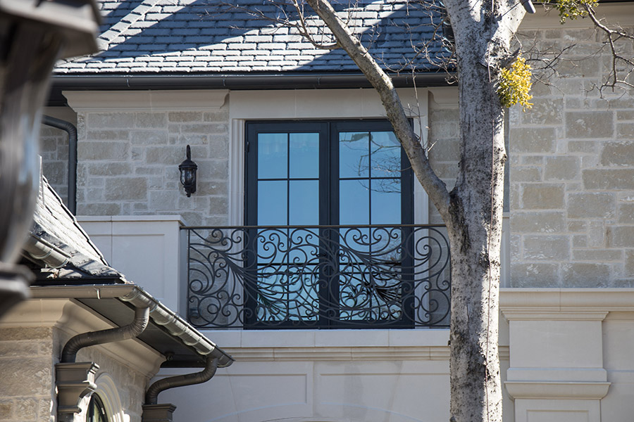 drake-residence-classic-steel-custom-outdoor-lifghting-architectural-doors-railings-winecellar-(76)